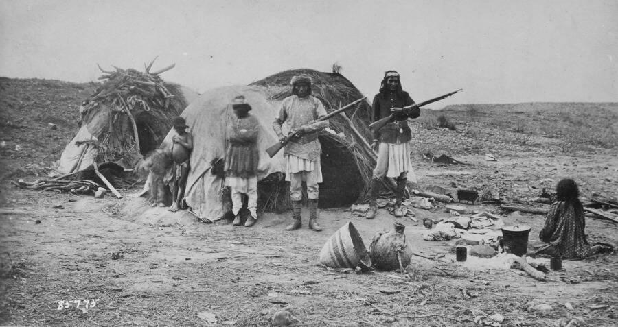 Apache Men With Rifles Glanton