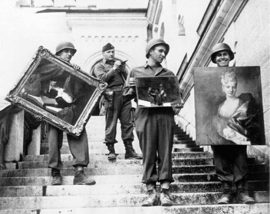 American Soldiers With Stolen Art