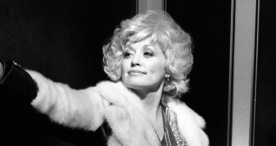 44 Glamorous Photos Of Dolly Parton, Country Music's Greatest Diva