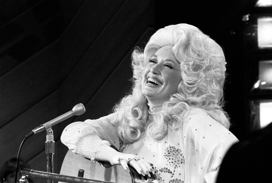Dolly Parton Sings