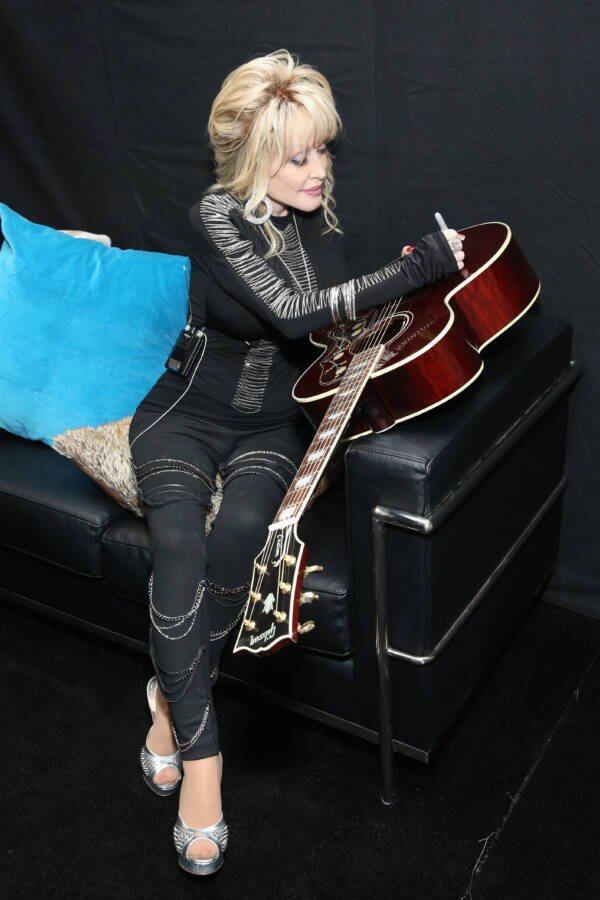Dolly Signs Guitar