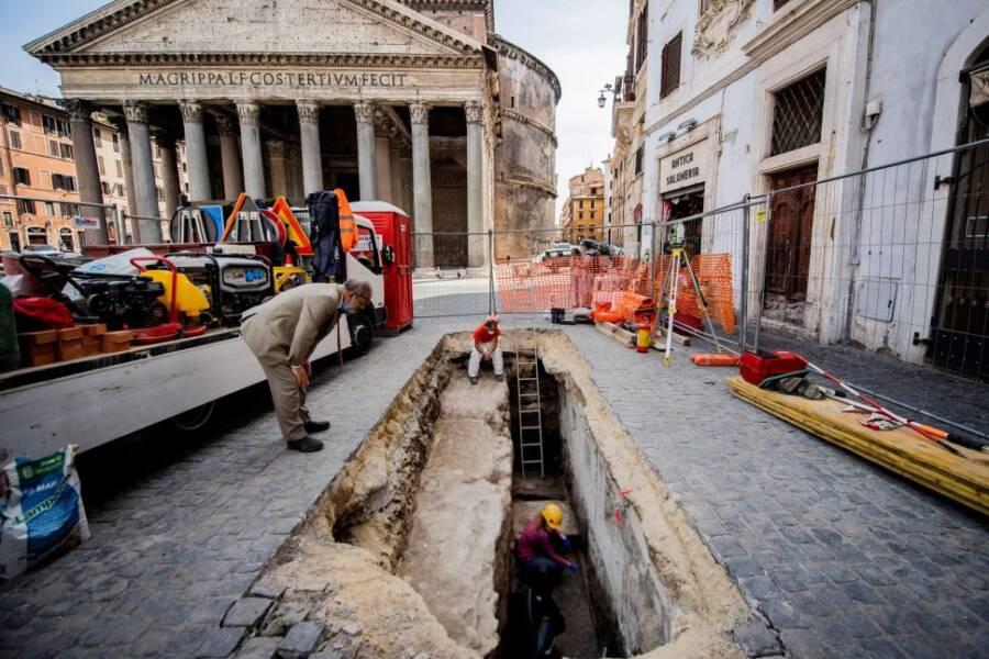 Pantheon Sinkhole In Rome