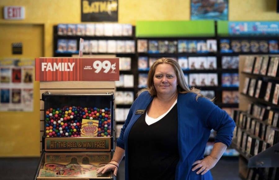 Bend Oregon Blockbuster Manager Sandi Harding