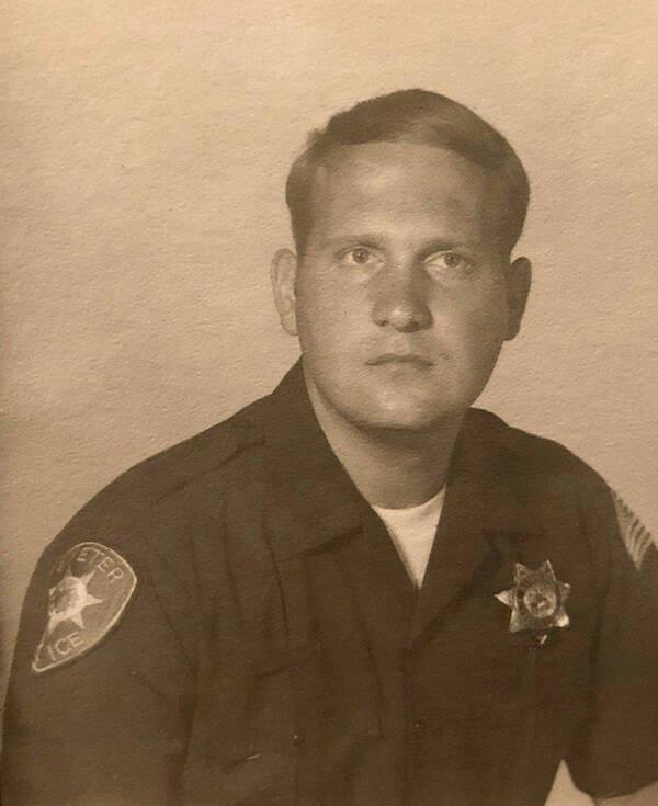 Joseph Deangelo como policial
