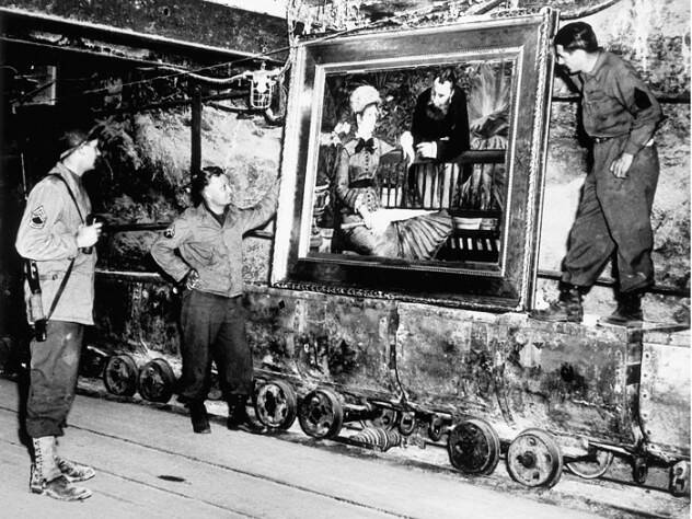 Monuments Men With Painting In Tunnel