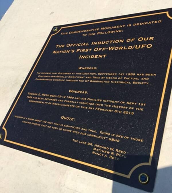 Placa do monumento do UFO