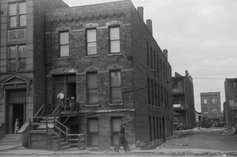 Kitchenette Slum House In Chicago