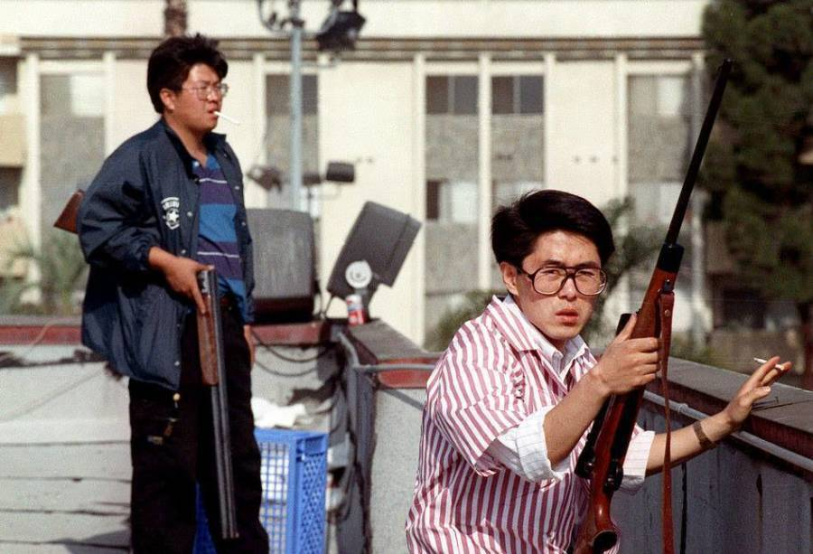 korean-shop-owners-during-la-riots.jpg
