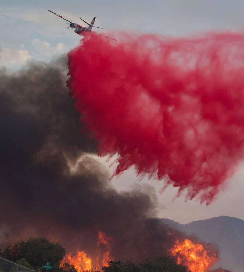 Airplane Dousing El Dorado Fire