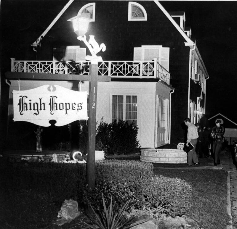 High Hopes Sign At Amityville House
