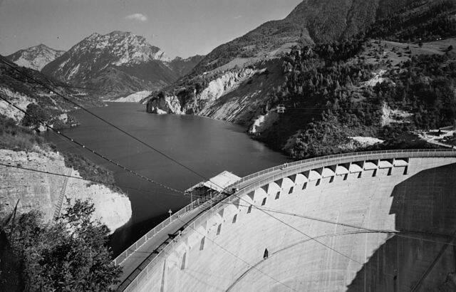 Full Vajont Dam