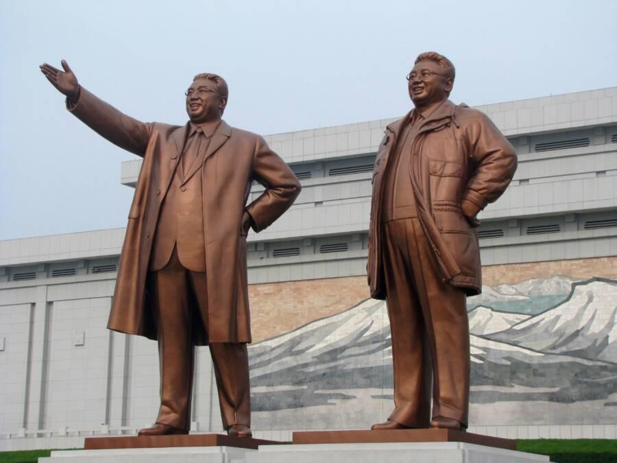 Patung Keluarga Kim