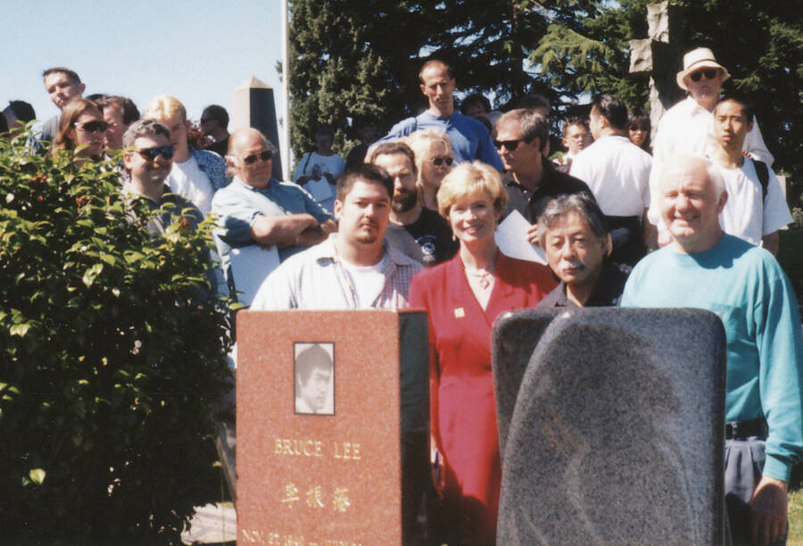 Linda Lee Cadwell At Bruce Lee Grave