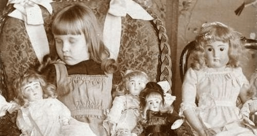 The Victorians Honored Their Relatives By Taking Exquisite Portraits Of Them — Just After They Died