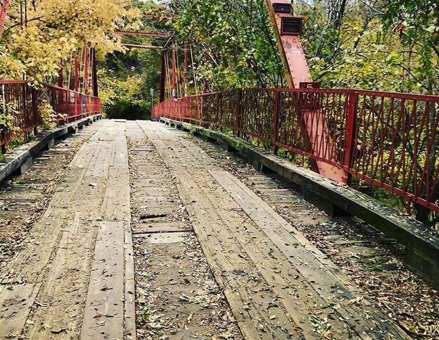 Jembatan Alton Tua yang Rimbun