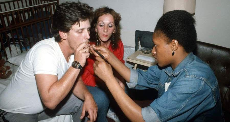 33 Harrowing Photos Of The Crack Epidemic That Devastated America's Cities