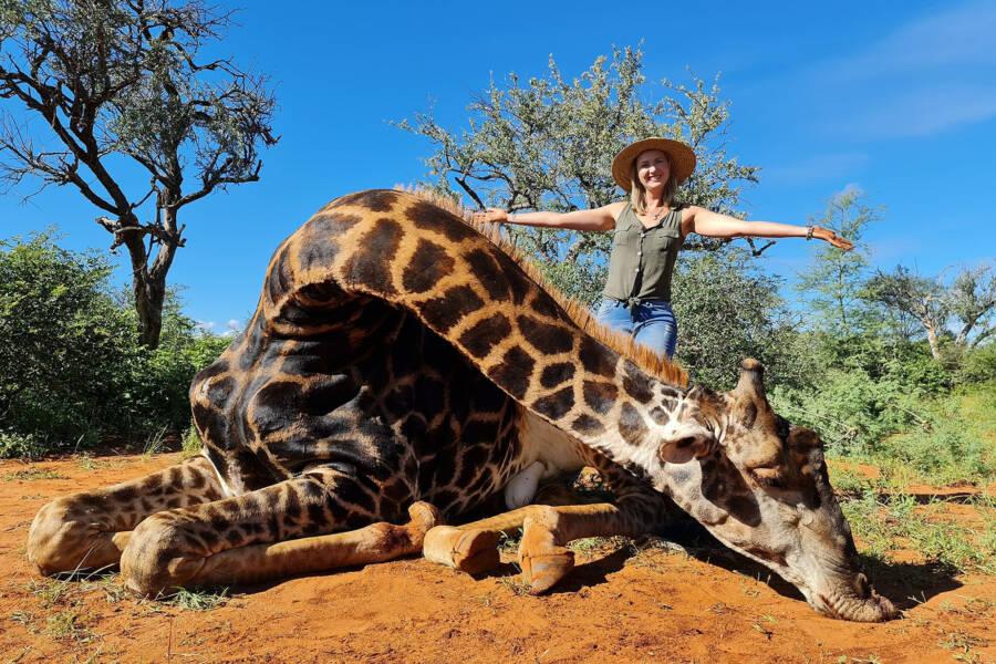 Merelize Van Der Merwe With Giraffe