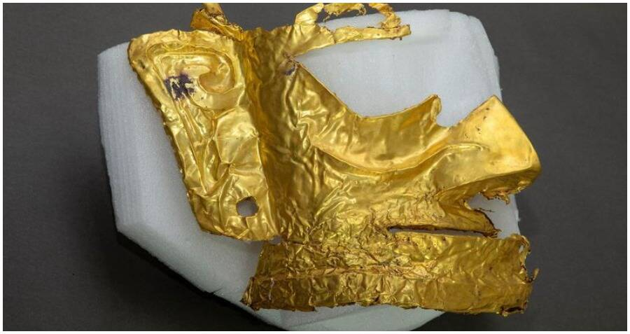 3,000-Year-Old Ritual Mask Made Of Pure Gold Unearthed In A Sacrificial Pit In China