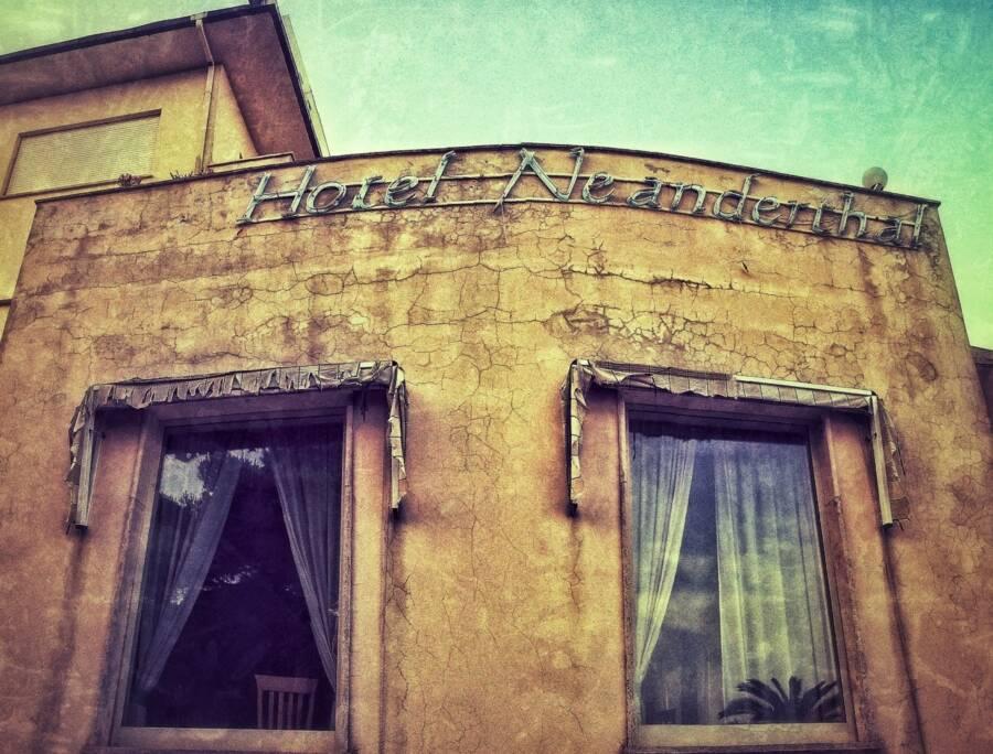 Hotel Neanderthal