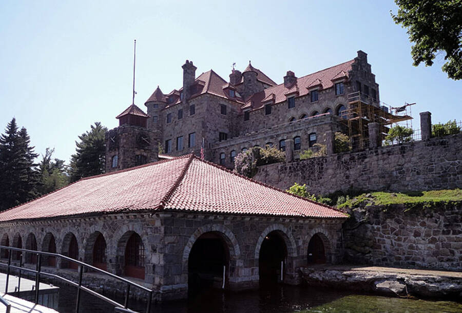 Singer Castle Dock