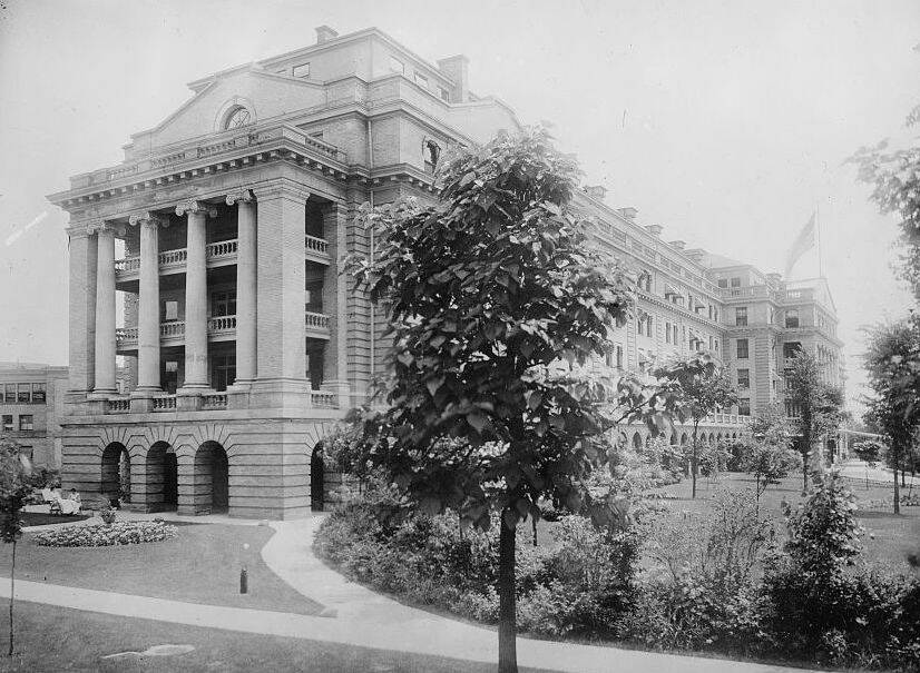 Library of Congress Kellogg ran the Sanitarium, pictured here, until his death in 1943. During that time, he invented peanut butter and several nut-based meat alternatives.