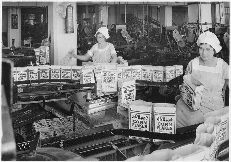 Getty Images Women inspect filled boxes of Corn Flakes in the Kellogg Company factory in 1934.