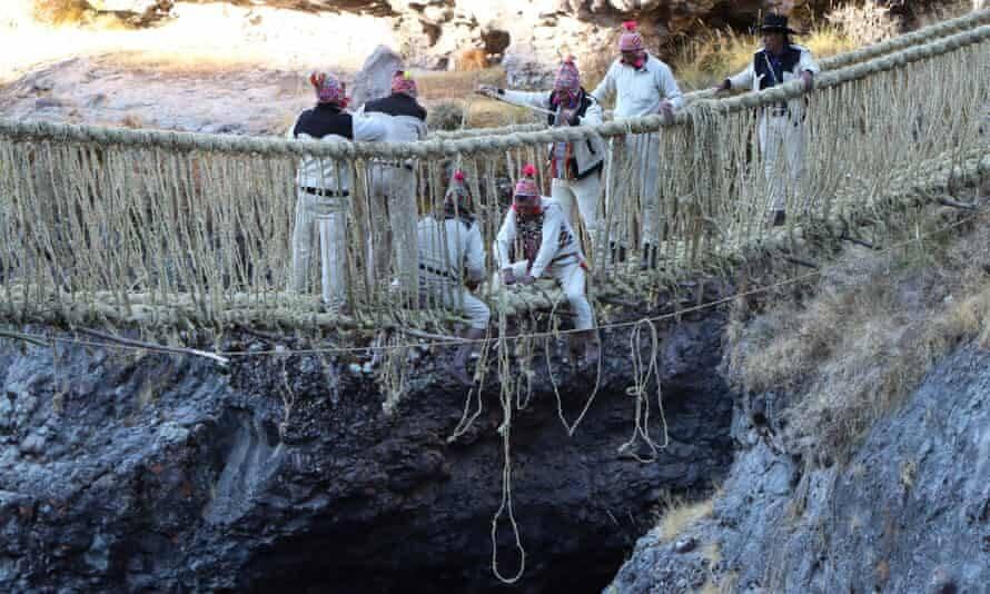 Peruvians Reweaving Bridge