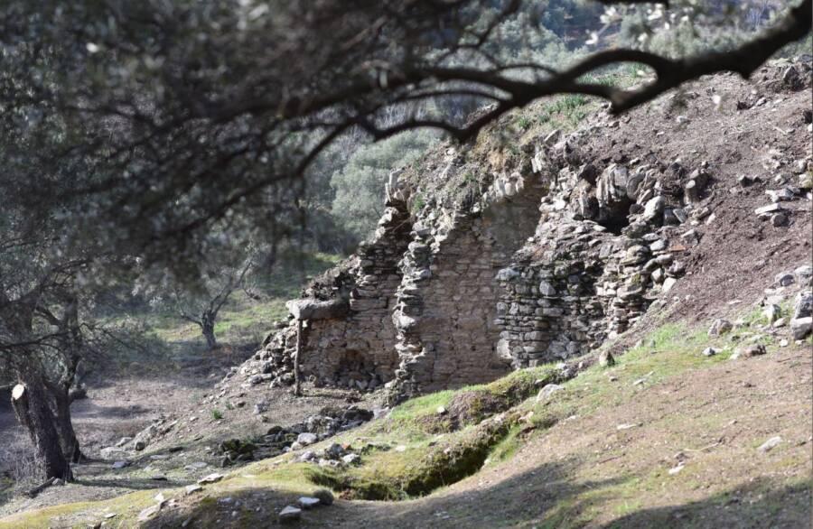 Mastaura Amphitheater Structure