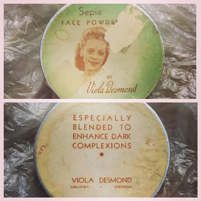 Desmond Powder Compact