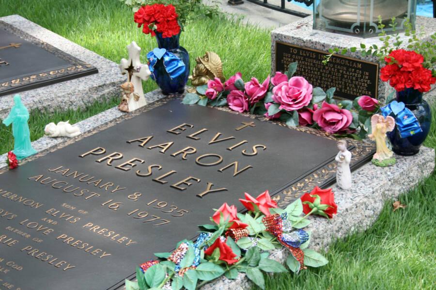 Grave Of Elvis Presley