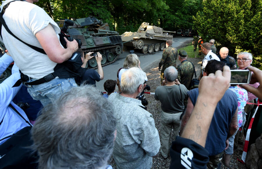 Heikendorf Residents And Panther Tank