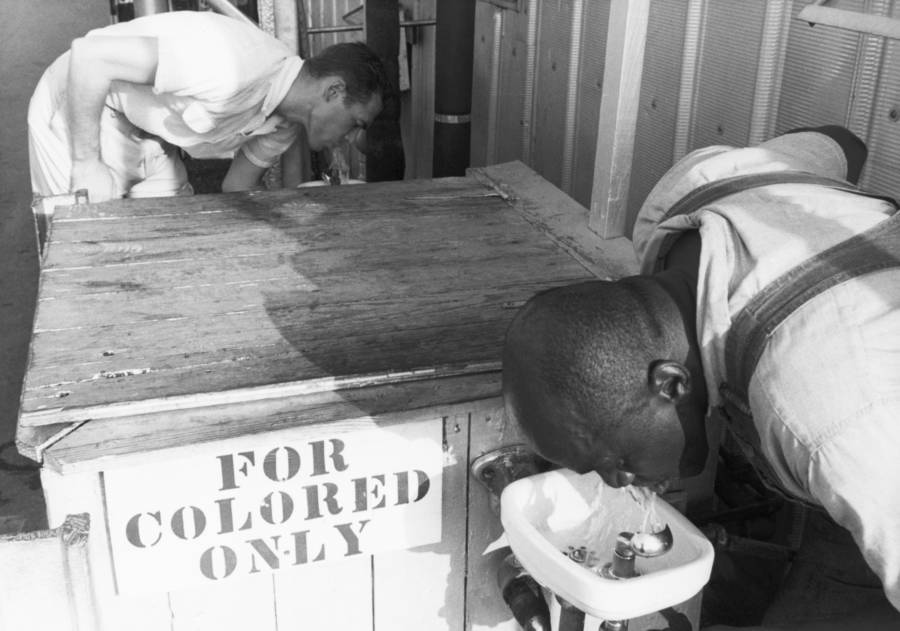 Segregation Colored Water Fountains
